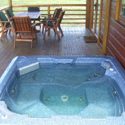 sir rogers log cabins banna beach hottub